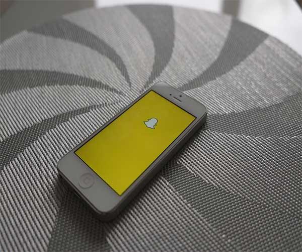 Logo Snapchat jaune sur écran de téléphone